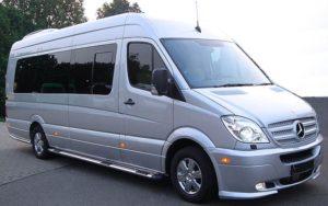 Фотография автобуса для перевозки людей на похоронах - 6 фото